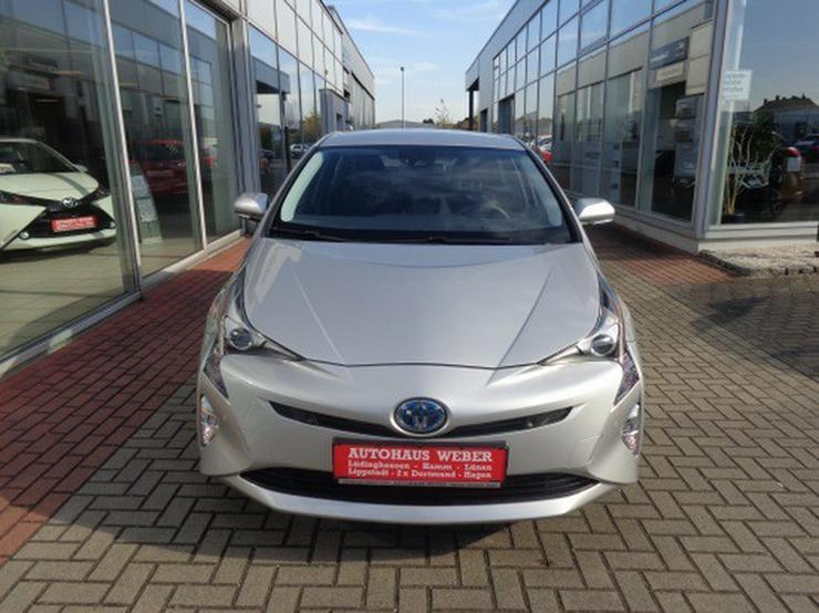 Bild 3: Toyota Prius 1.8 VVT-i Executive