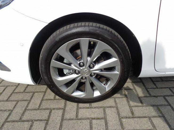 Bild 6: Toyota Auris 1.2 Executive  & LED Scheinwerfer