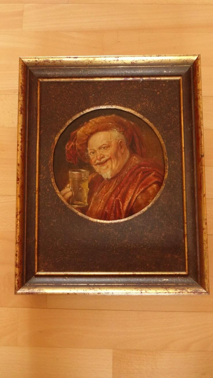 Bild 2: Trinkender Mönch / Abt