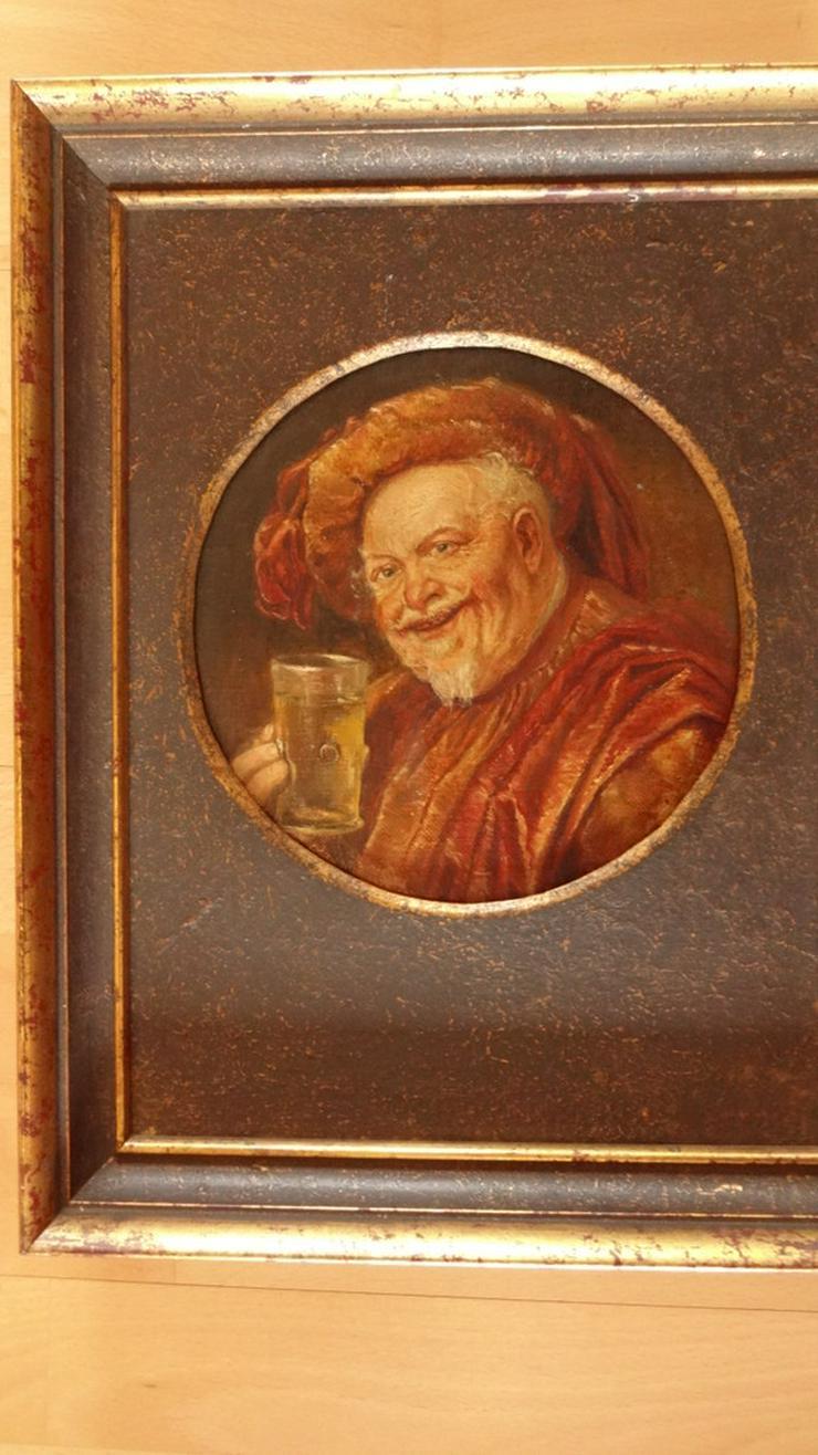 Bild 3: Trinkender Mönch / Abt