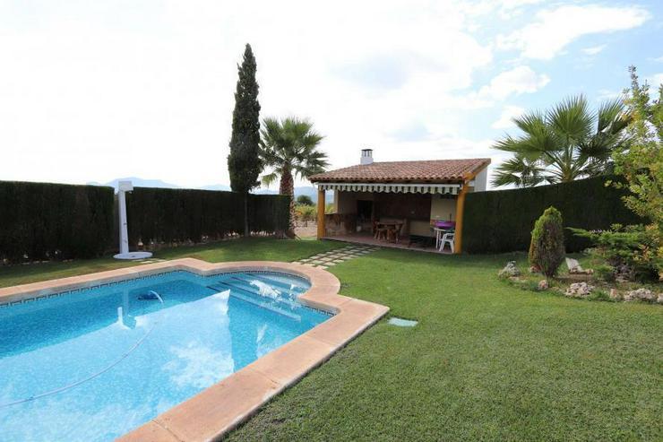 Bild 4: Spektakuläres Landhaus mit Pool und eigenem Weinberg