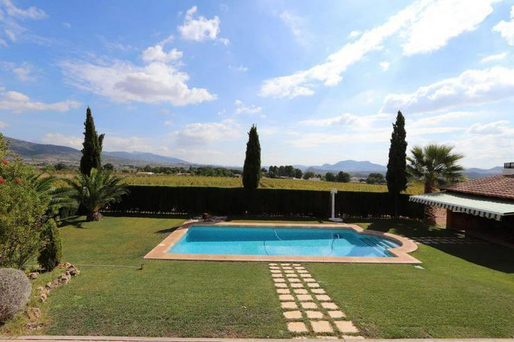 Bild 6: Spektakuläres Landhaus mit Pool und eigenem Weinberg