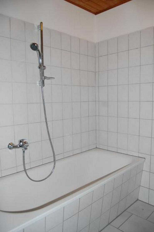 Bild 4: Tolle DG-Wohnung mit offener Küche, EBK und interessanten Details - Prov.-Frei!