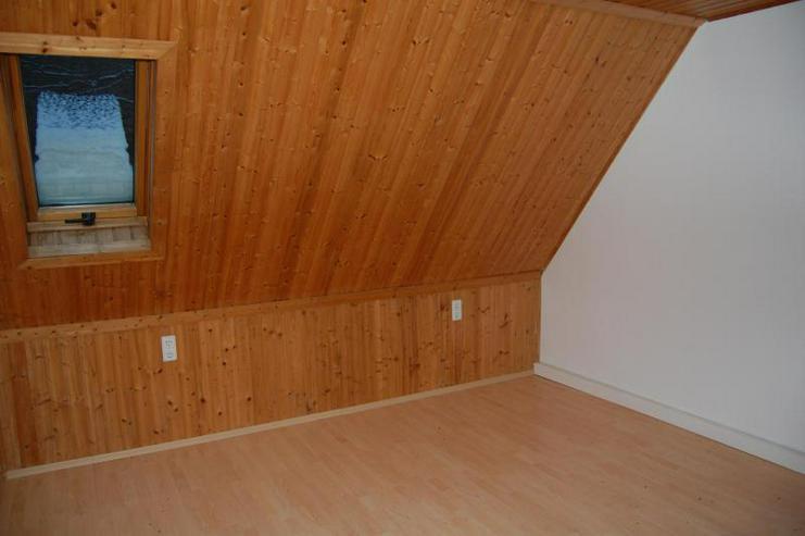 Bild 2: Tolle DG-Wohnung mit offener Küche, EBK und interessanten Details - Prov.-Frei!