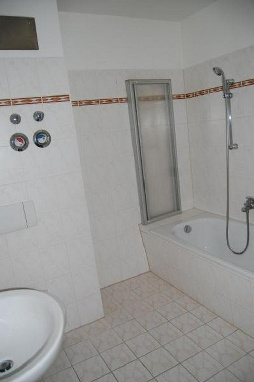 Bild 5: Gemütlich mit Potential - 2-Zimmer-DG-Whg - Provisionsfrei! Ab sofort!