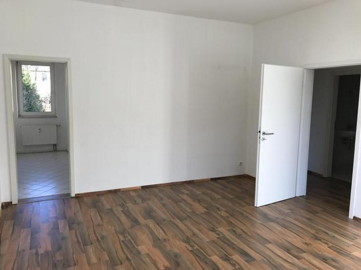 Helle 2-Zimmer-Wohnung mit Wannenbad und tollem Schnitt - Bild 1
