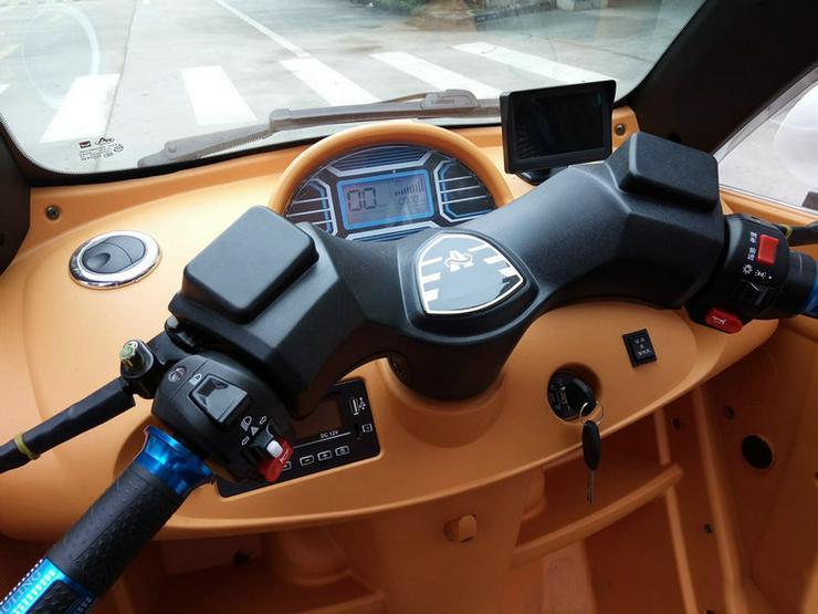 Bild 6: Elektromobil Scooter mit Kabine