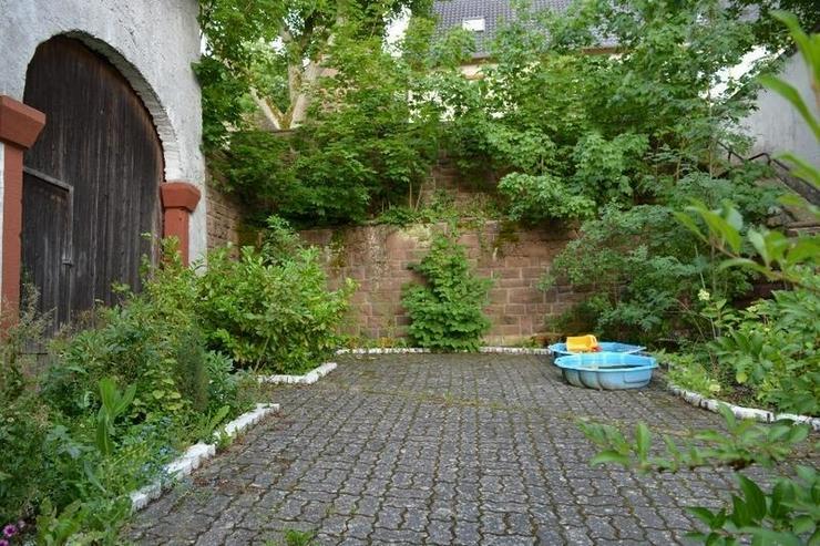 Bild 3: Schönes gepflegtes Einfamilienhaus - ca. 170 qm - mit Terrasse, Garage - Scheune und Nebe...