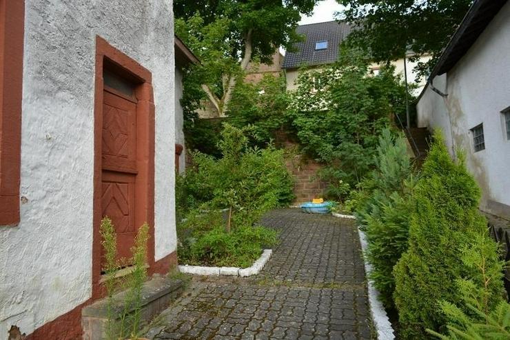 Bild 2: Schönes gepflegtes Einfamilienhaus - ca. 170 qm - mit Terrasse, Garage - Scheune und Nebe...