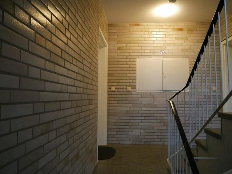 Bild 3: Bezugsfreie Maisonette-Wohnung, saniert, Bad mit Fenster, Wanne und Dusche, Balkon, 4. Obe...