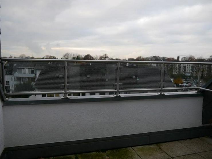 Bild 6: Bezugsfreie Maisonette-Wohnung, saniert, Bad mit Fenster, Wanne und Dusche, Balkon, 4. Obe...
