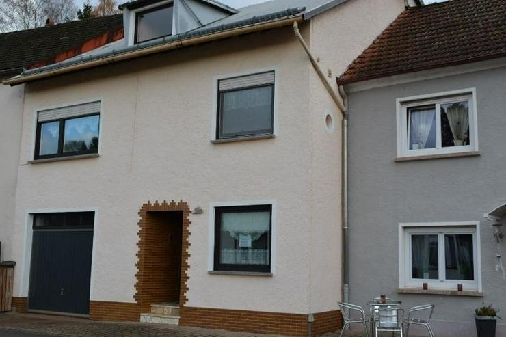 Bild 2: Gepflegtes Einfamilienhaus 4,5 Zimmer (ca. 92 qm) mit Ankleide, Garage und Garten