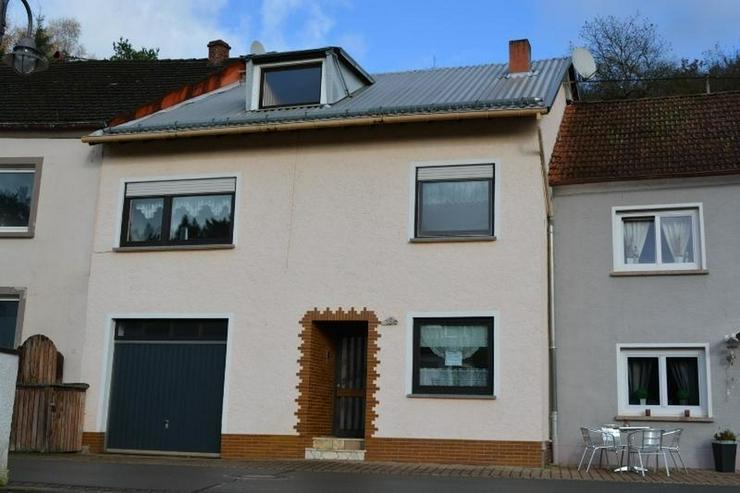 Gepflegtes Einfamilienhaus 4,5 Zimmer (ca. 92 qm) mit Ankleide, Garage und Garten - Bild 1