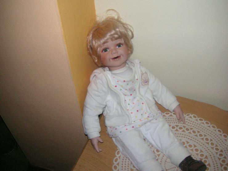 Bild 2: Babyporzellanpuppe