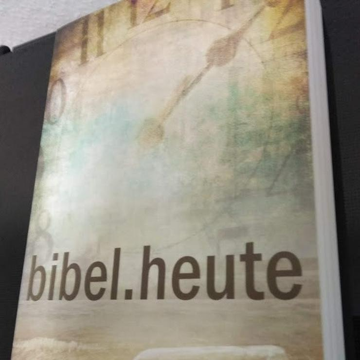 Moderne Bibel zu verschenken, 100 % kostenlos