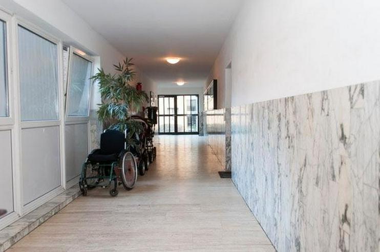 Bild 3: 4 Zimmer, Bad, Gäste-WC, Terrasse, Gartenanteil, Aussenstellplatz und solide vermietet.