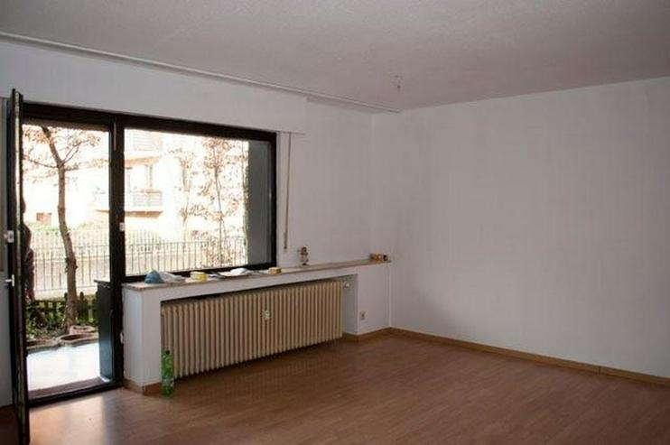 Bild 6: 4 Zimmer, Bad, Gäste-WC, Terrasse, Gartenanteil, Aussenstellplatz und solide vermietet.