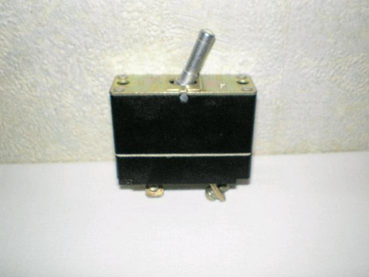 Bild 6: Handlampe, Radschlüssel, Warmwasser, Ladegerät