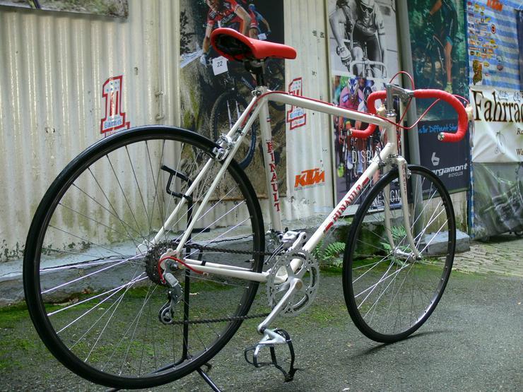 Bild 3: Straßenrennrad von BERNARD HINAULT ,12 Gang