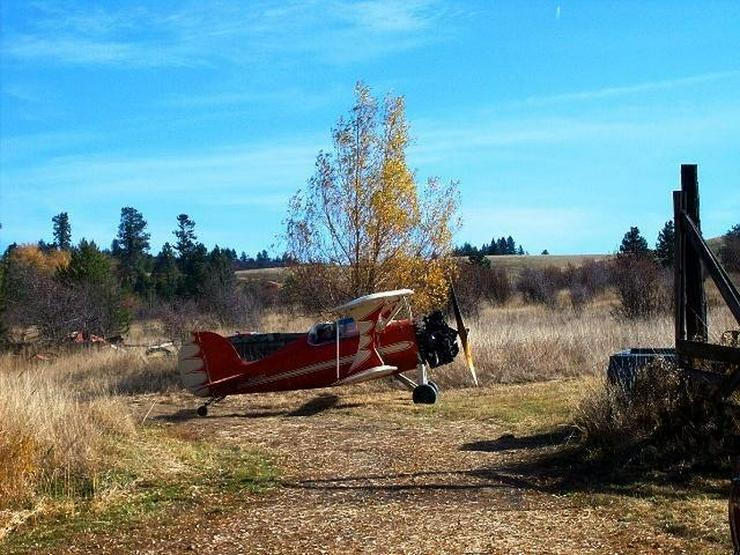Landhaus mit Fluglandebahn, Scheune und Hangar auf 10 Hektar Land!