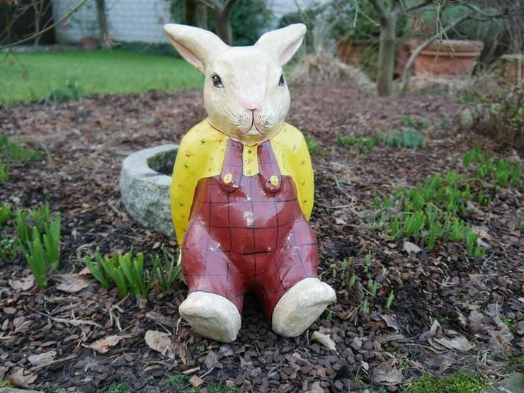 Mama, Papa - schnell, schnell, guckt mal, der Osterhase sitzt im Garten! Wo? Da!!!!!!