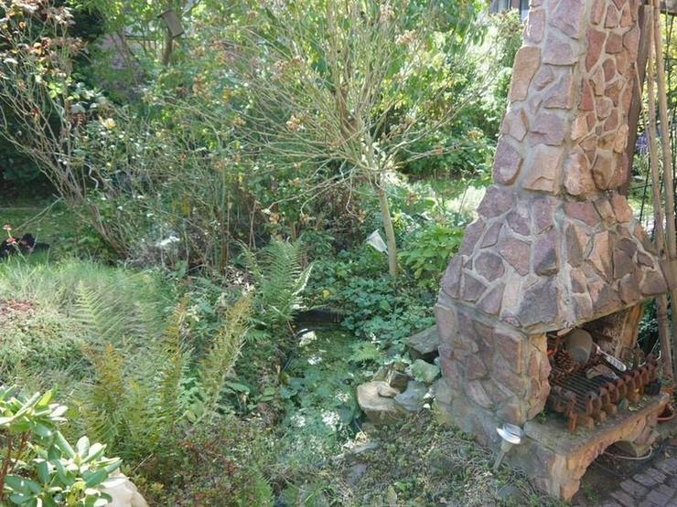Bild 6: Mama, Papa - schnell, schnell, guckt mal, der Osterhase sitzt im Garten! Wo? Da!!!!!!