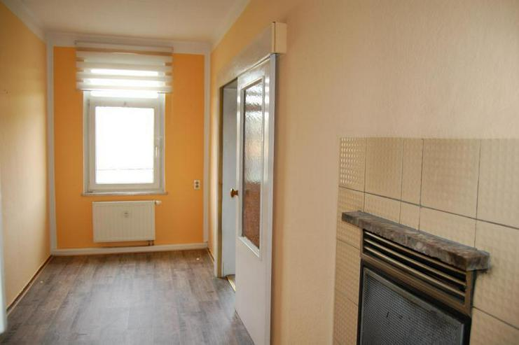 Bild 2: In Dölau! Frisch renoviert mit Selbstgestaltungspotenzial - Räume variabel - Kachelofen