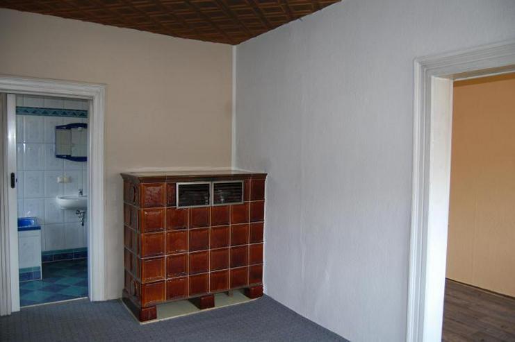 Bild 3: In Dölau! Frisch renoviert mit Selbstgestaltungspotenzial - Räume variabel - Kachelofen