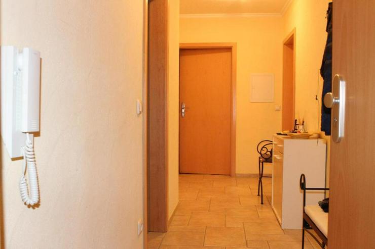 Neuwertige 4-Zimmer-Erdgeschosswohnung inkl. Garten und Garage!