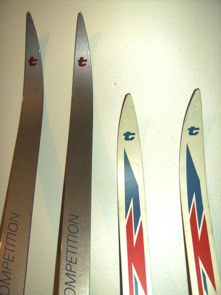 Bild 4: 2 Paar Langlaufski + 1 Kunststoffrodel