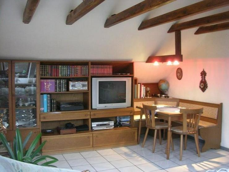 Bild 6: OBERHAUSEN -Schöne helle Dachgeschosswohnung in Dreifamilienhaus mit Garage - von Schlapp...