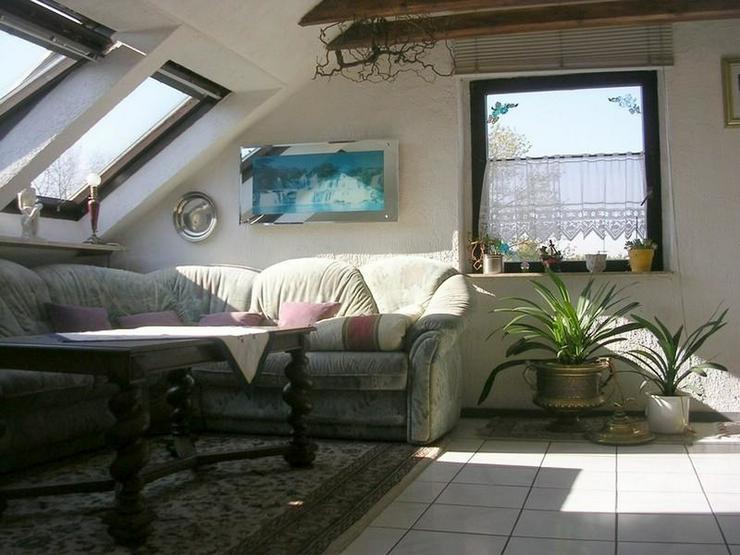 Bild 5: OBERHAUSEN -Schöne helle Dachgeschosswohnung in Dreifamilienhaus mit Garage - von Schlapp...