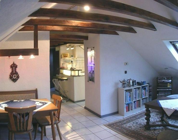 Bild 3: OBERHAUSEN -Schöne helle Dachgeschosswohnung in Dreifamilienhaus mit Garage - von Schlapp...
