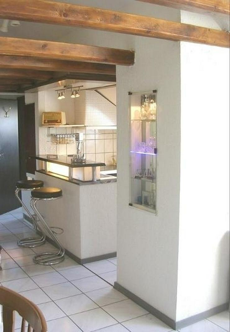 Bild 2: OBERHAUSEN -Schöne helle Dachgeschosswohnung in Dreifamilienhaus mit Garage - von Schlapp...