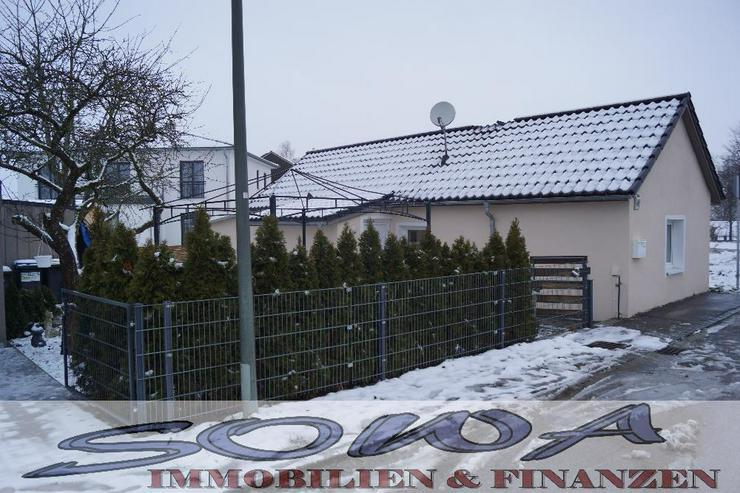 Bild 2: Bezahlbares Wohnen! Komplett saniertes kleines Einfamilienhaus in schöner Randlage. Brunn...