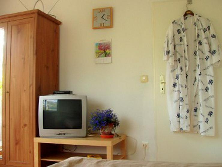 Bild 5: Mit Internet und TV: Zimmer in Berlin