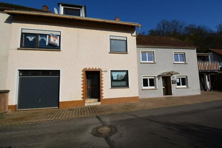 Zwei Häuser ? ein Preis! Auf 177 qm mit 2 Terrassen, 2 Garagen und kleinem Garten. - Bild 1