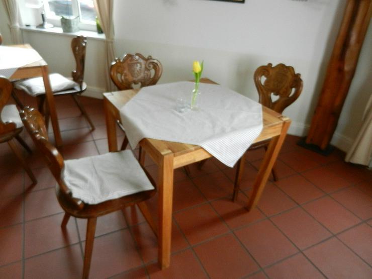Bild 2: Tisch in Vollholz (natur) Farbe hellbraun