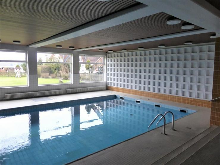 Bild 4: Ferien bei Scharbeutz - Nur wenige Schritte bis zum Pönitzer See- Schwimmbad im Haus