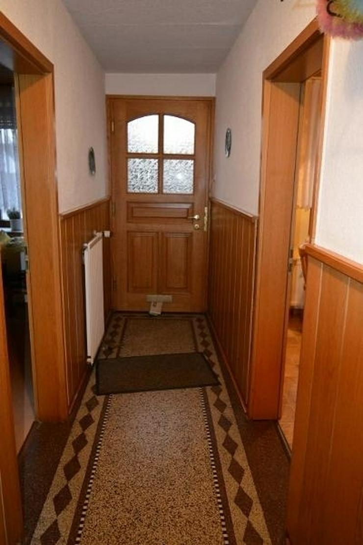 Bild 2: gepflegtes Einfamilienhaus - ca.105 qm - mit Garage, Nebengebäude und Ausbaureserven in L...