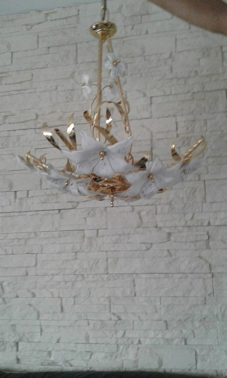 Bild 2: Hängelampe und passende dazu eine Wandlampe