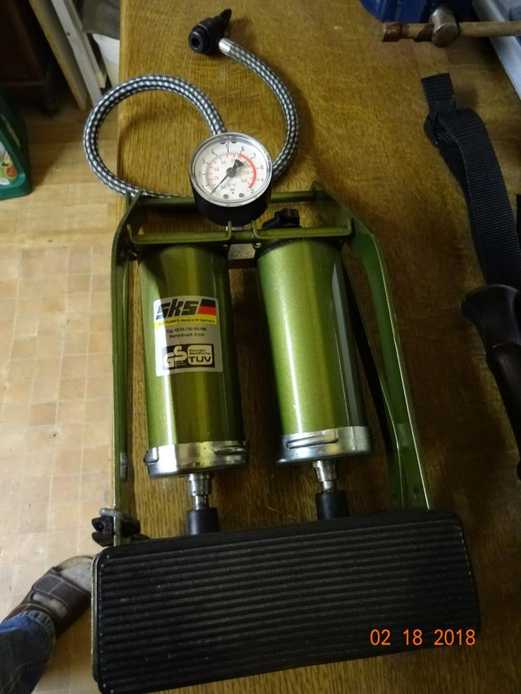 Bild 3: Doppelzylinder-Fußtrettpumpe