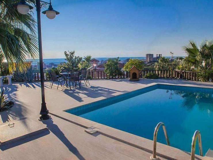 Sehr schöne Bungalow Villa im spanischem Stil mit Pool und fantastischem Meerblick