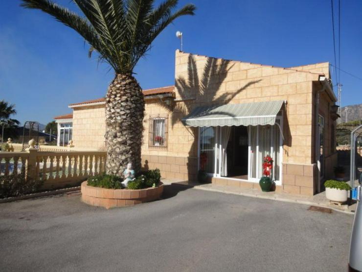 Landhaus mit Gästeunterkunft - Haus kaufen - Bild 1