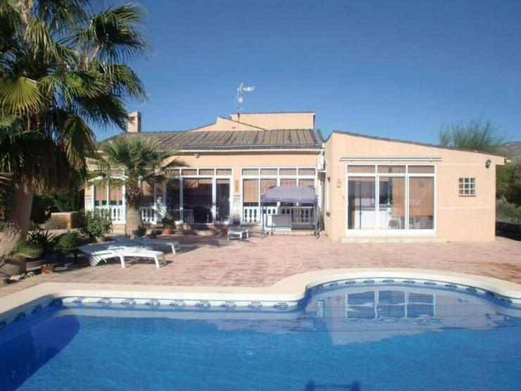 Bild 1: Landhaus mit Gästewohnung