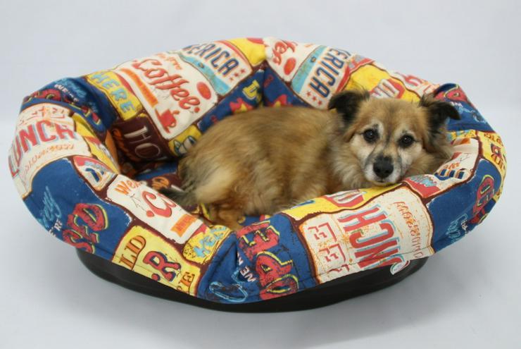 IMAC Hundesofa aus Kunststoff mit Kissen bunt