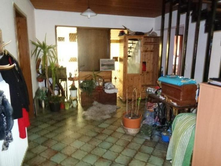Bild 2: großzügiges 1-2 Familienhaus mit Einliegerwohnung ideal für Mehrgenerationen