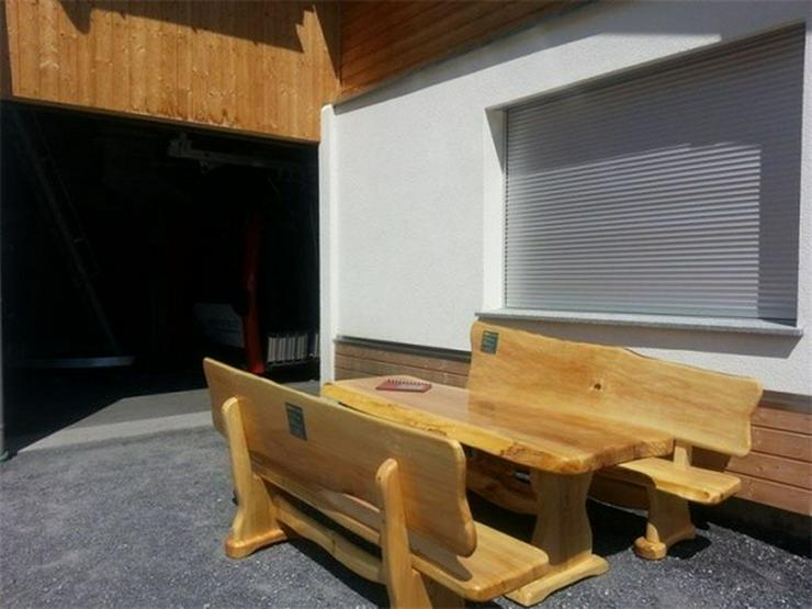 Rustikale Tische, Stühle, Bänke aus Massivholz