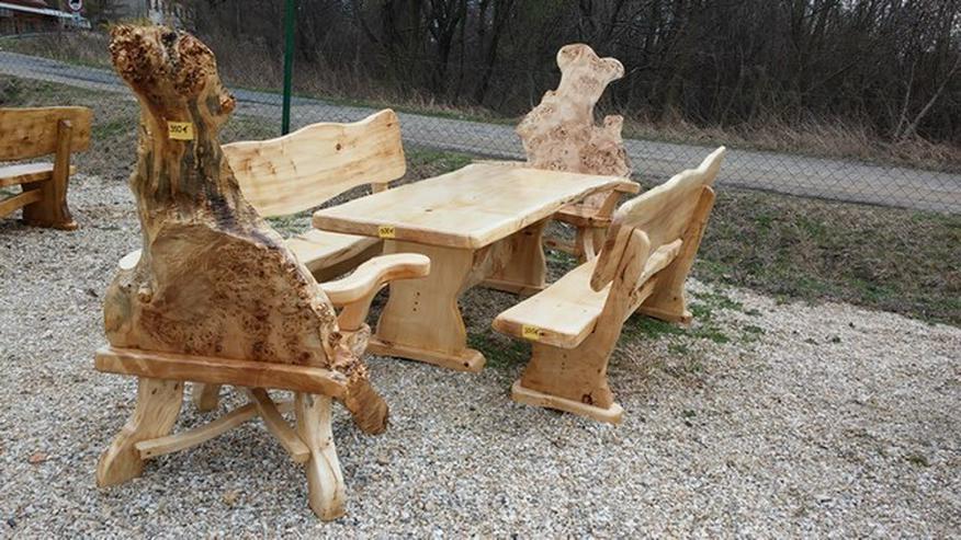 Bild 4: Rustikale Tische, Stühle, Bänke aus Massivholz