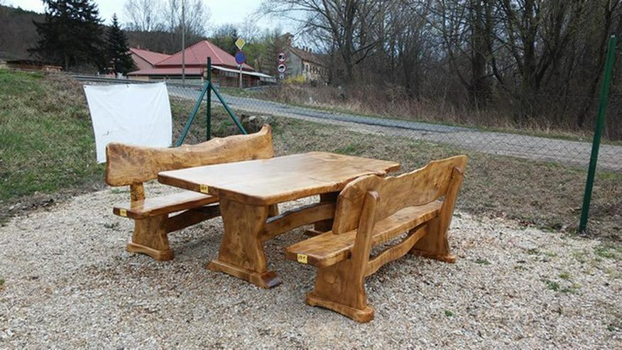 Bild 5: Rustikale Tische, Stühle, Bänke aus Massivholz
